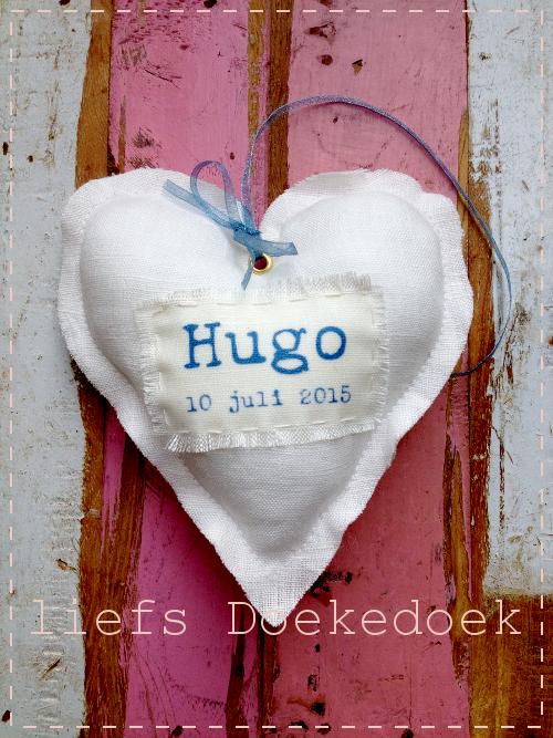 afbeelding van geboortehartje voor Hugo, handgemaakt van linnen, liefs Doekedoek