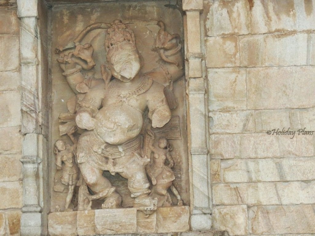 wall carvings on the rajasthan fort.
