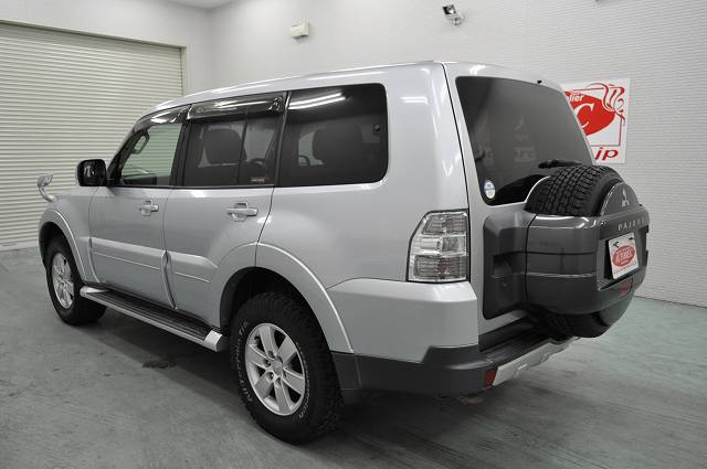 Japanese vehicles to the world 2007 mitsubishi pajero exceed 4wd for kenya