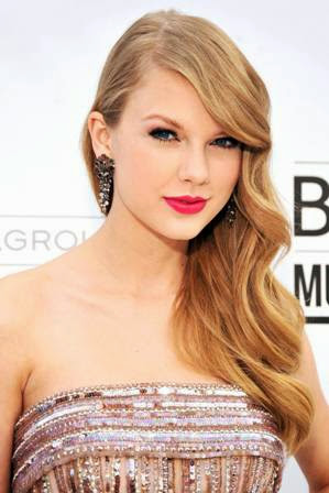 foto taylor swift di acara Billboard Music Awards 2011