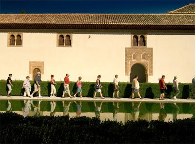 Toeristen in het Alhambra