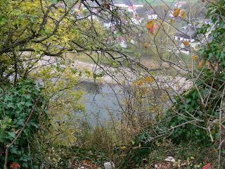 Blick vom ehemaligen Kleinkastell oder Palas auf dem Frauenberg beim Kloster Weltenburg hinunter zur Donau