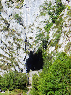 Sobrescobio, Ruta del Alba, acceso a la vega de Llaimo