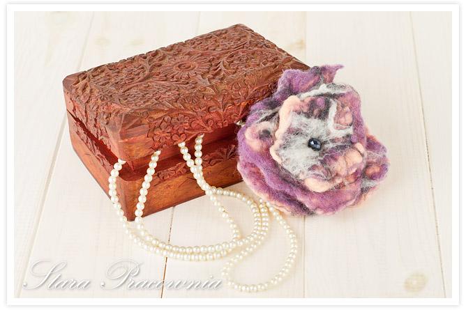 broszka z filcu, filcowana broszka, biżuteria z filcu