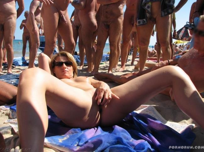 фото голых на нудистском пляже