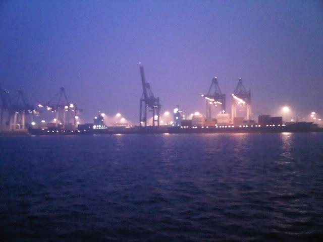 Hafen Hamburg am Abend
