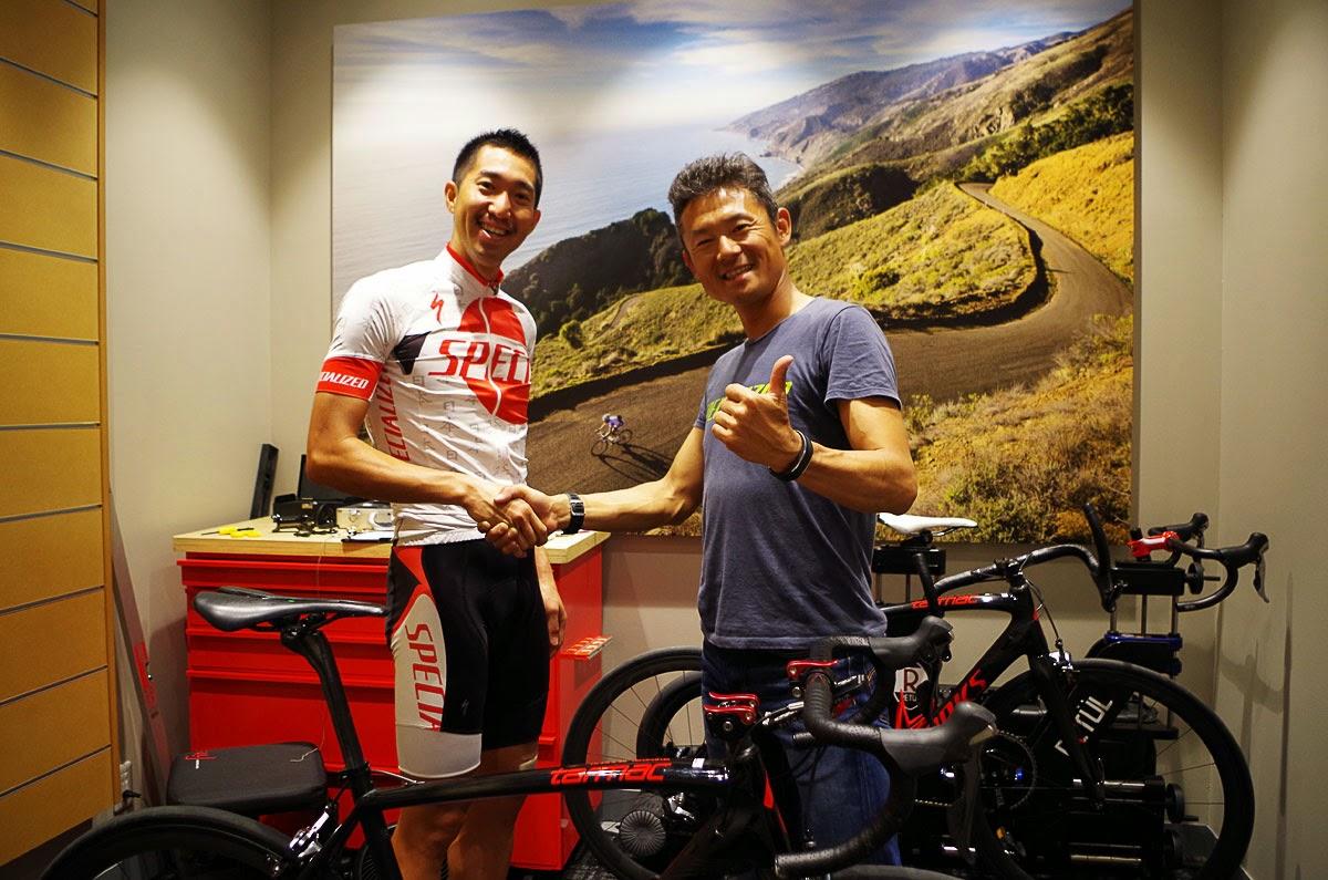 ロードのポジション調整を終えた幸平と竹谷さん。