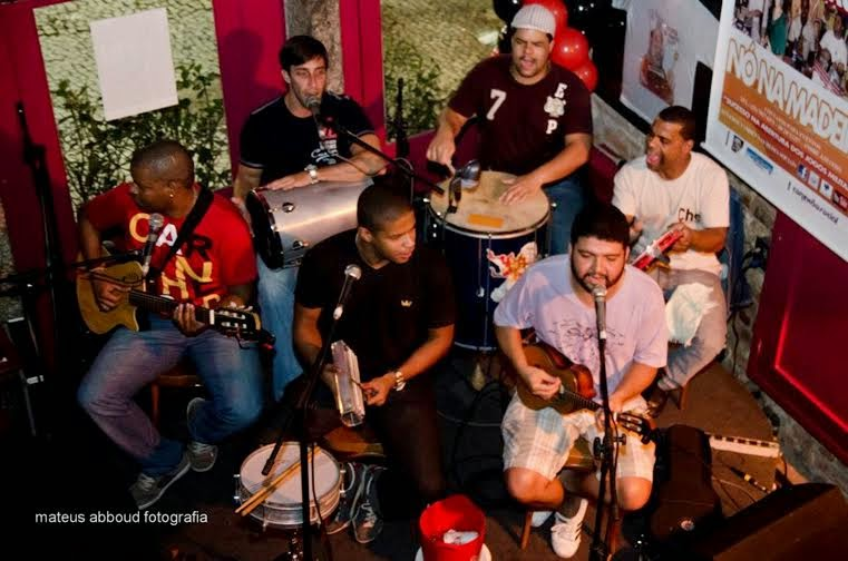 O grupo Nó na Madeira se apresenta no Godofrêdo Rio