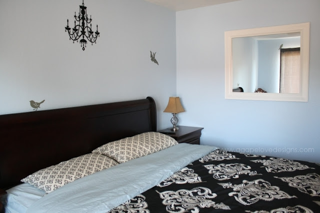 Black white and blue bedroom ideas 5 small interior ideas for Blue and black bedroom designs