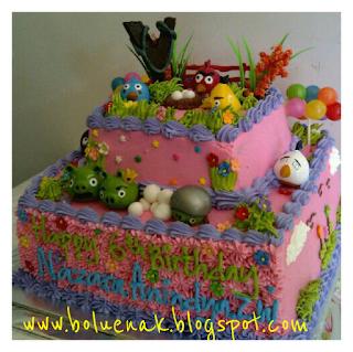 ukuran kue bawah 25 cm atas 14 cm = Rp. 175.000