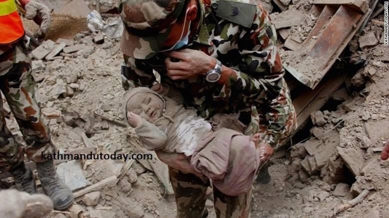 Kuasa ALLAH Bayi Selamat Selepas Tertimbus 22 Jam Gempa di Nepal