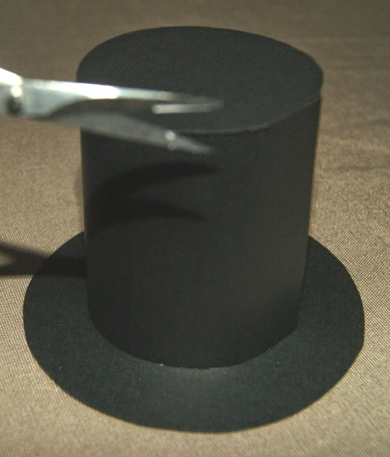 paper top hat Do you need a special top hat for your costume this guide will show you how to make a top hat from cardboard.