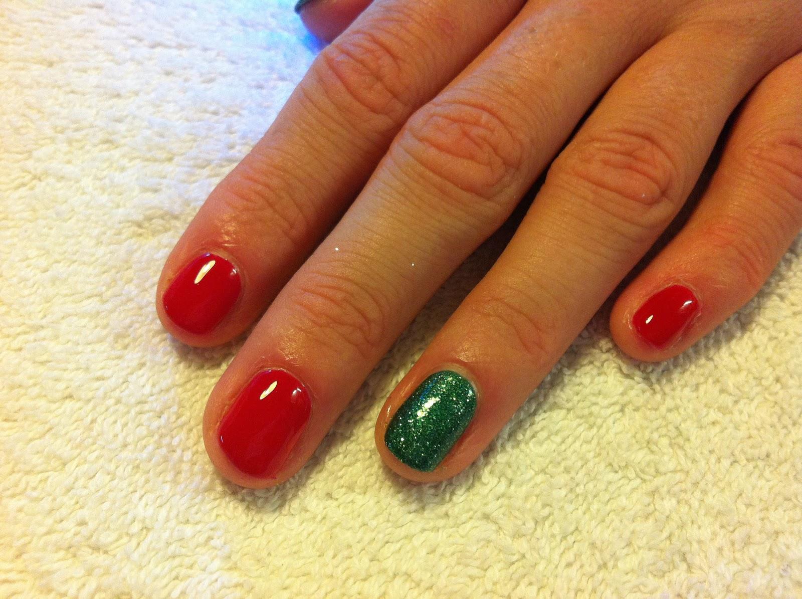 base colour before nail art - Red And Green Christmas Nails