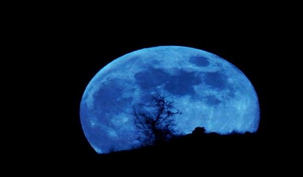 Wallpaper Blue Moon