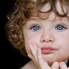 كيف تجهزين وتحضرين طفلك لعملية الختان - طفل جميل عيون زرقاء اشقر ولد - blonde boy blue eyes beautiful