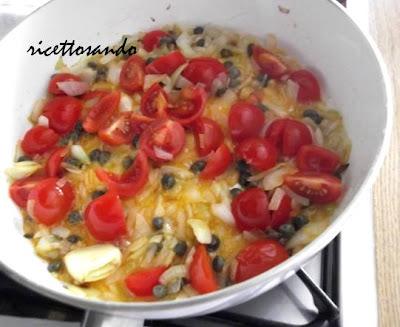 Filetti di pesce alla lampedusana ricetta di pesce insaporiamo la salsa con capperi
