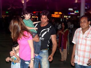 Hrithik Roshan with family From Krrish 3 Schedule