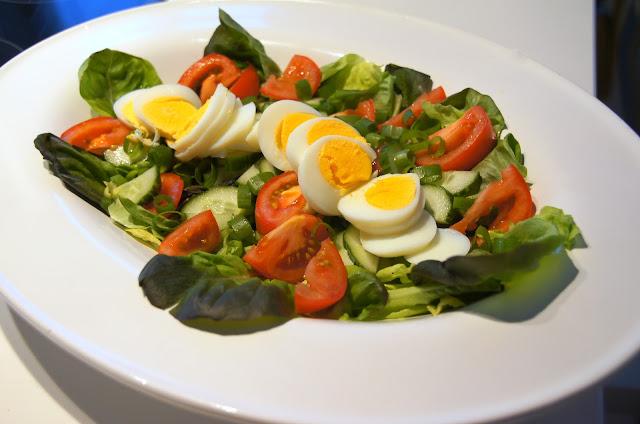 Salaattia ja savusiikaa