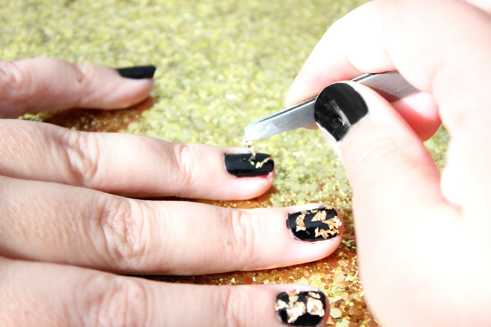 Elle Sees   Beauty Blogger in Atlanta: How To: Black And Gold Foil Nails