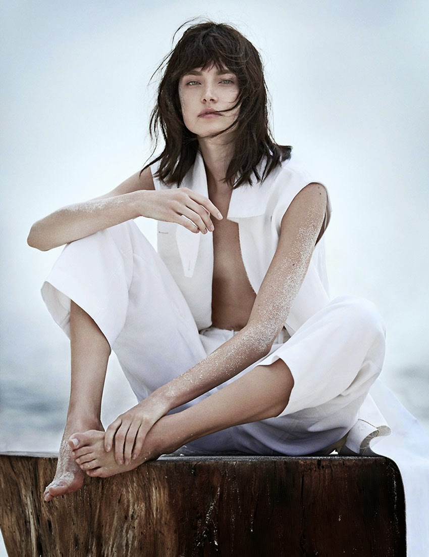 Fashion editorial - White out, Vogue Russia, June 2014, Jaquelyn Jablonski