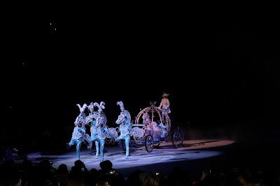 Disney on Ice pumpkin carriage picking up Cinderella