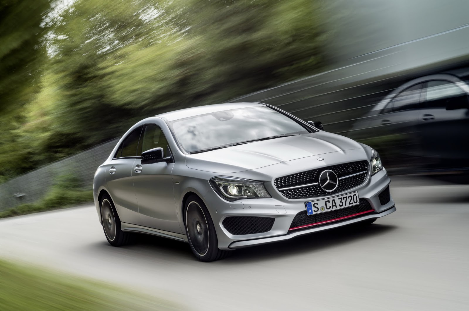 Mercedes benz cla 250 sport cla 45 amg racing series for Sporty mercedes benz