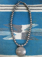 画像① VERY OLD 「NAVAJO」                SILVER BEADS NECKLACE                WITH SILVER COIN CONCHO