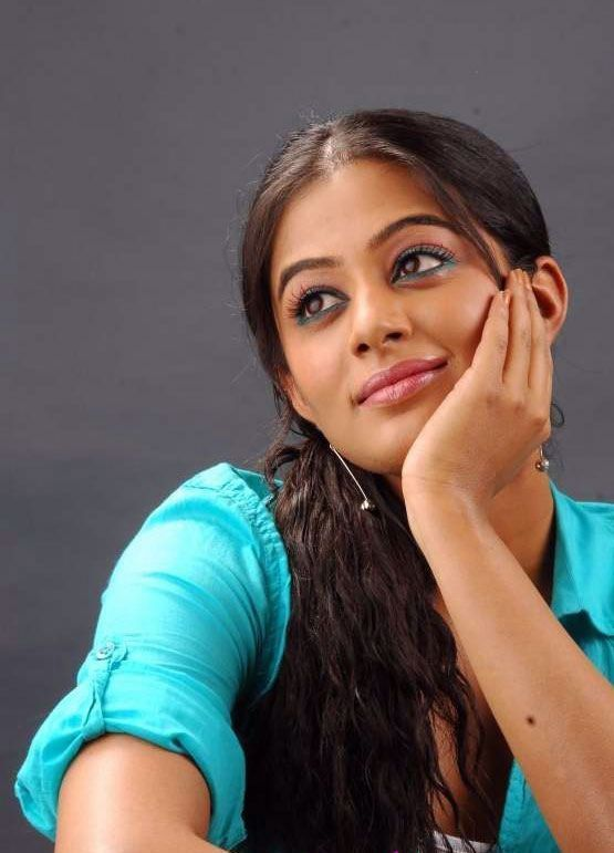 http://1.bp.blogspot.com/-_KCUcyPUcBE/TfNcYLkGy7I/AAAAAAAAaAU/VZPR_YqvaUs/s1600/tamil-actress-priyamani-cute-stills-7.jpg