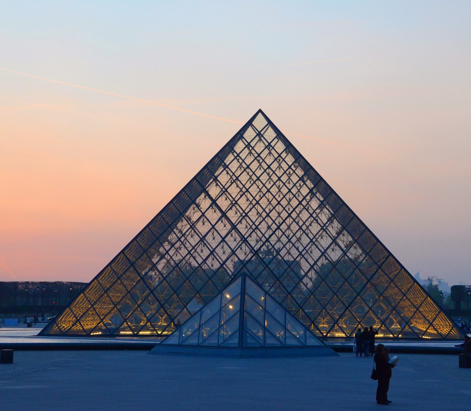 Pyramide du Louvre - City Daily Photo Theme Day: triangles