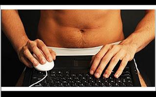 São frequentes os casos de homens que passam os dias a assediar mulheres online. Um novo estudo comprovou que esses homens que abusam e assediam de mulheres pela internet são, oficialmente, perdedores.