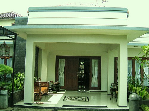 cat teras rumah minimalis dengan kesan teduh yang nyaman