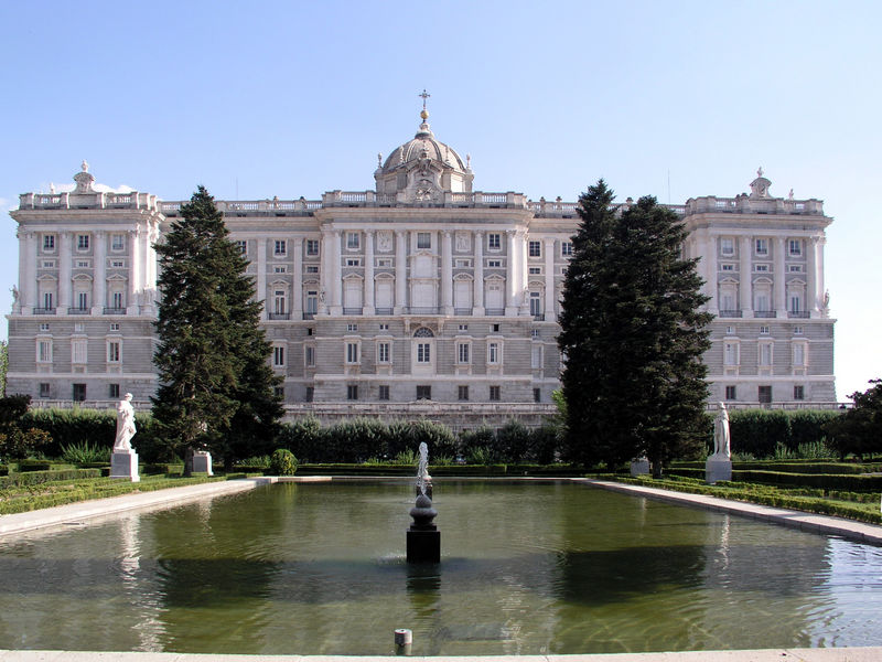 Por la calle de alcal el palacio real de madrid for Residencia el jardin madrid