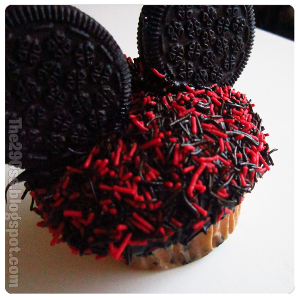 how to make mickey mouse cupcakes with oreos