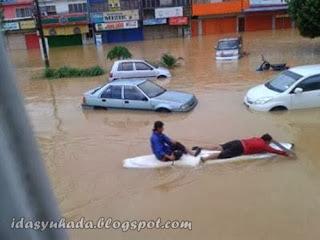 Tips Jika Kereta Anda Ditenggelami Banjir - Sebarkan