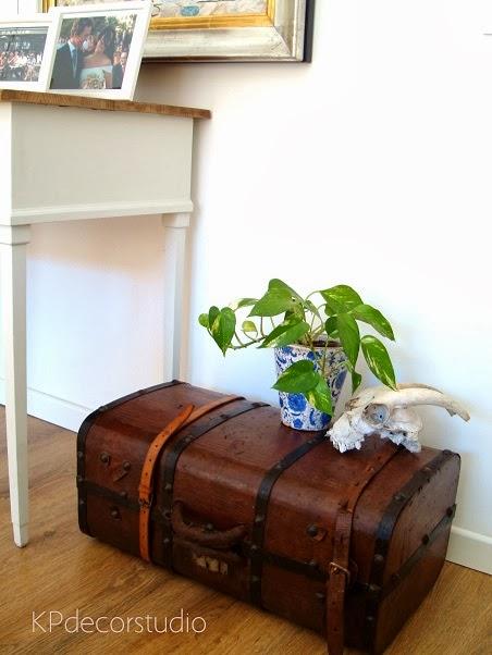 Comprar baúl antiguo online para decoración vintage de interiores y escaparates.