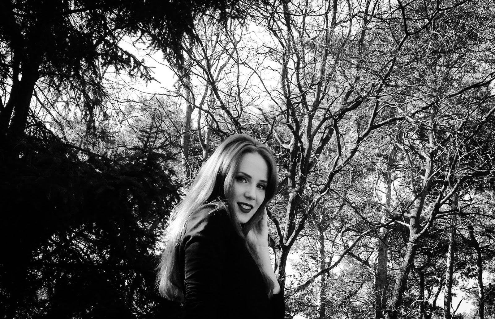 Fotos de Simone Simons - Página 27 BW