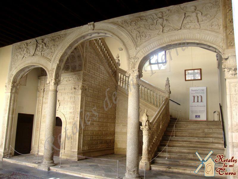 Retales de mi tierra museo de santa cruz for Escaleras toledo