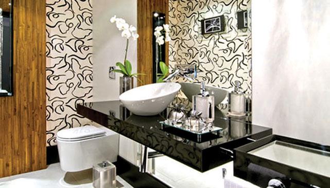 decoracao de banheiro vermelho e branco:Pastilha de vidro no box preta com branco ou espelhada: