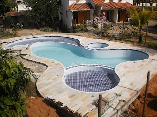 piscina azulejada