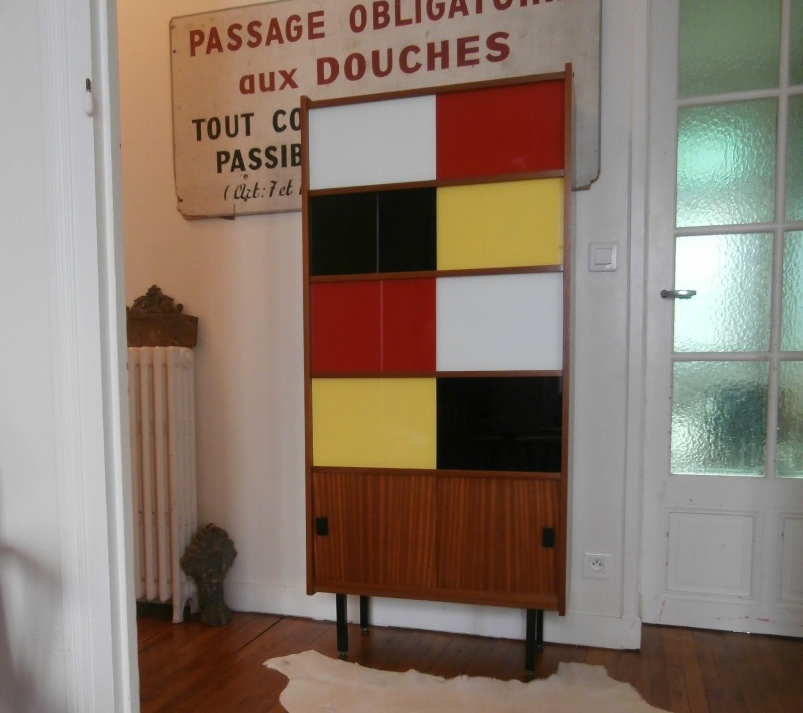 dur e de vie ind termin e biblioth que vitrine color e. Black Bedroom Furniture Sets. Home Design Ideas