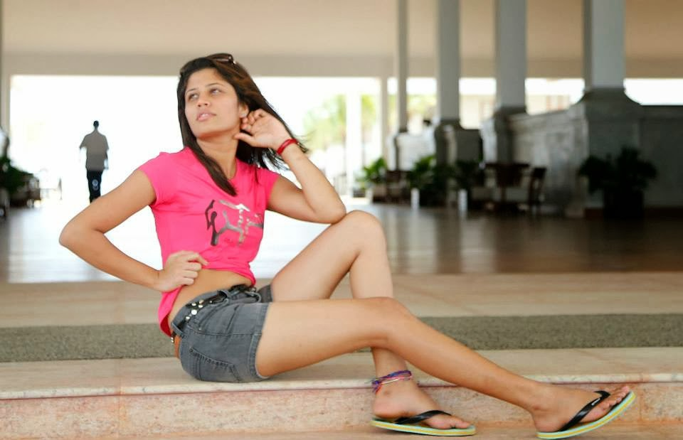 Oshadi Himasha white thighs