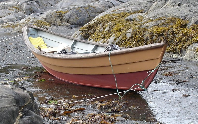 Dory Fishing Boat   www.imgarcade.com - Online Image Arcade!