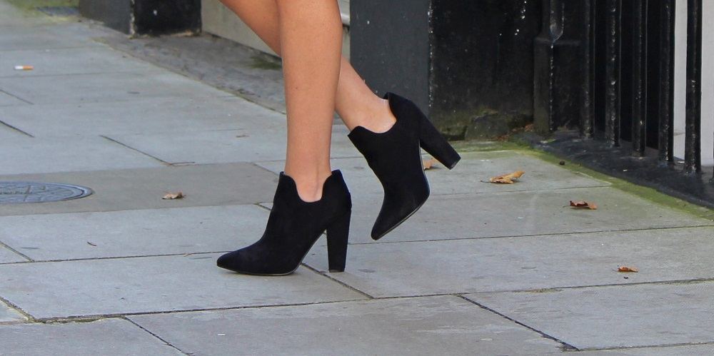peexo fashion blogger wearing linzi shoes boots
