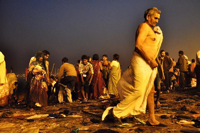 Kumbh mela 2013 ganga allahabad old man bathing ghats