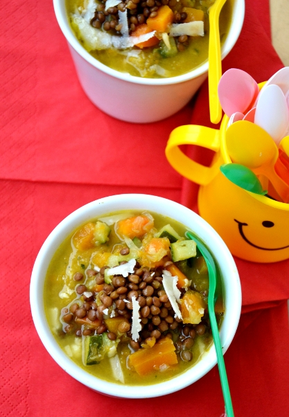 minestrone di verdura con zucca, zucchine, carote e lenticchie