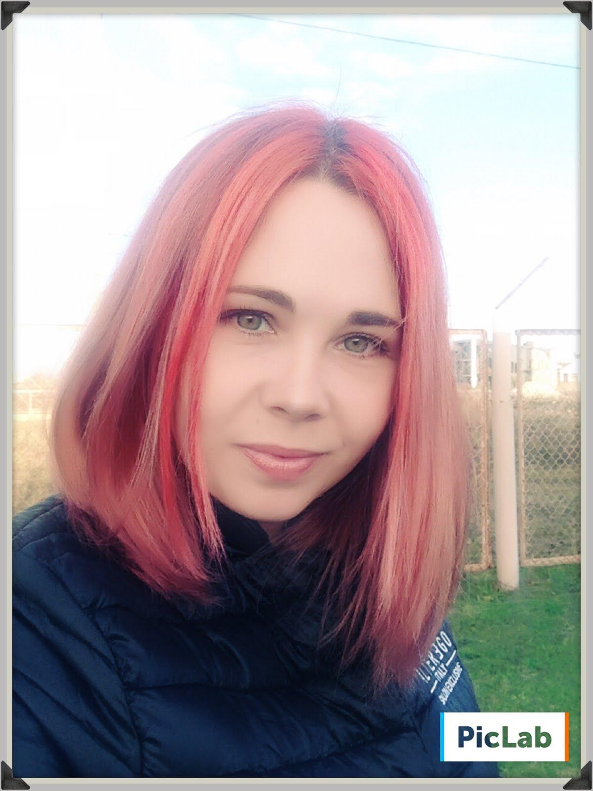 Привет! Меня зовут Вика.Я мама дочки и сыночка.Люблю краски и бумажки.Здесь живет мое творчество.