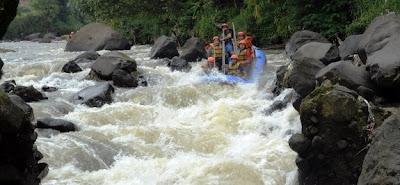 Paket Rafting Arung Jeram di Bogor