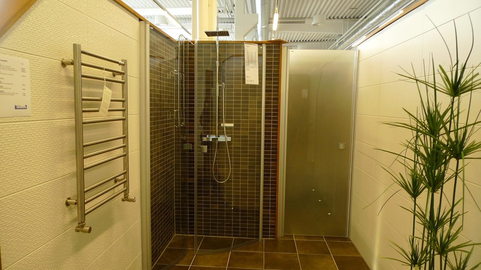 Badrum grått golv vita väggar ~ xellen.com