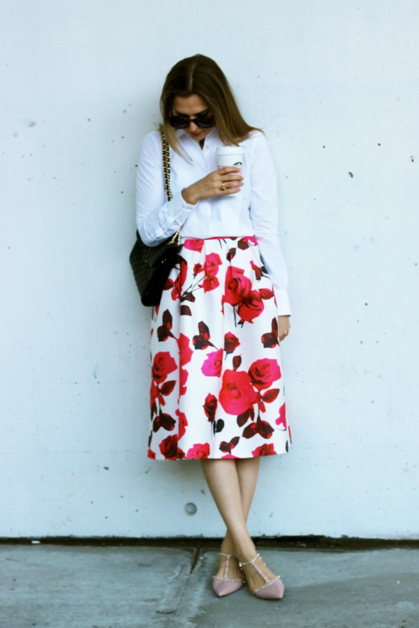 how to wear a floral skirt