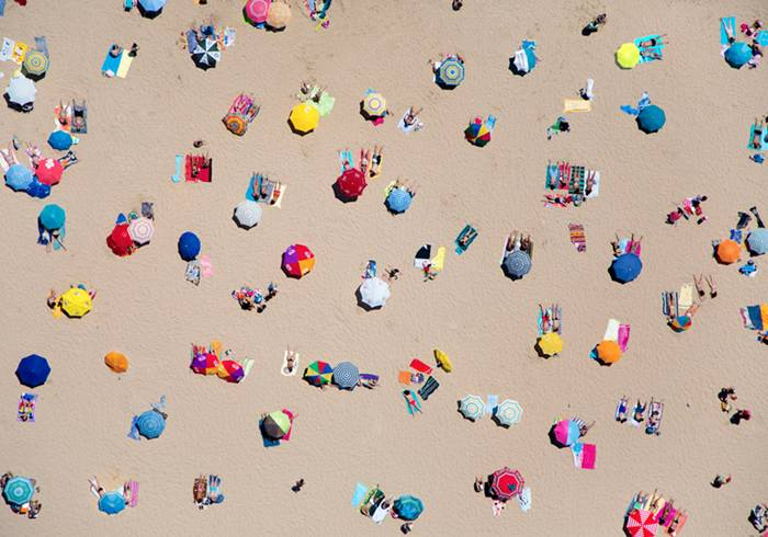 Shooting from doorless helicopters, west hollywood-based photographer gray malin has taken bird's eye view images that capture the spirit of summer from the USA to brazil, australia to south africa in his series 'à la plage, à la piscine. from above, colorful shots of beaches in rio de janeiro, dubai and even lisbon showcase people as patterns, as they bask in the sun beside crowd-packed pools or oasis-like waterfronts.